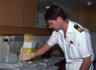 Cruise ship doctor jobs