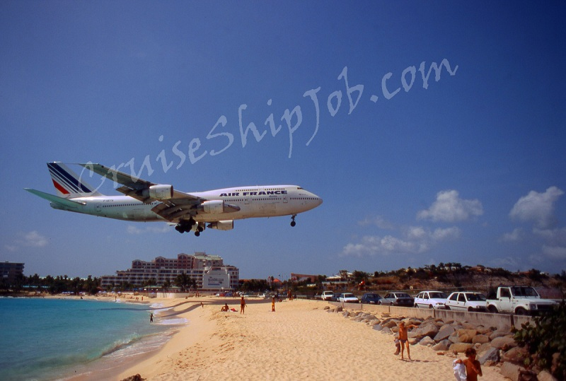 Cruise ship crew member photo of Air France Boeing 747 low landing over Maho beach in St. Maarten
